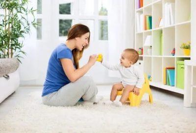 Когда и как приучить ребенка к горшку