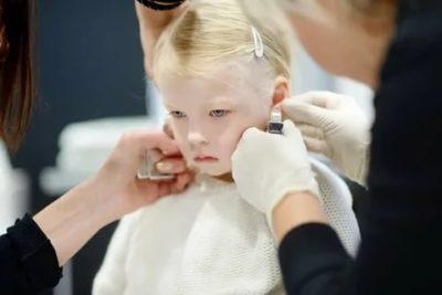 В каком возрасте можно проколоть уши ребенку