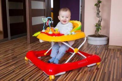 В каком возрасте можно ставить ребенка в ходунки