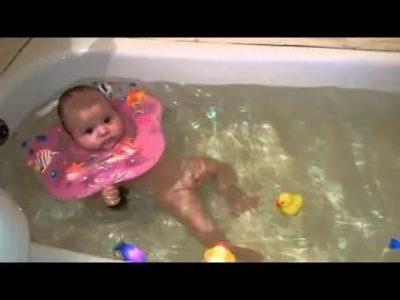 Как правильно купать малыша в круге
