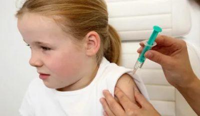 Для чего делают прививку под лопатку