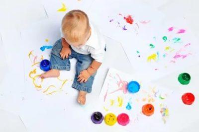 Когда младенец различает цвета