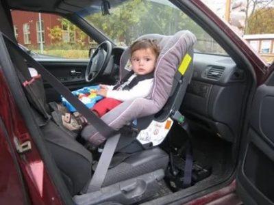 Как перевозить ребенка в машине на переднем сиденье
