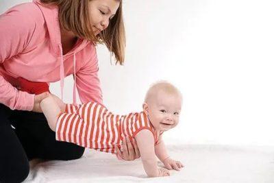 Что сделать чтобы ребенок начал ползать