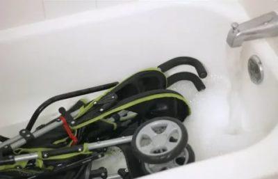 Как правильно стирать коляску