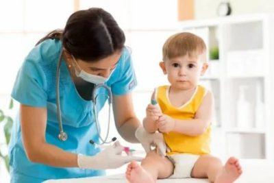 Можно ли купать ребенка после прививки акдс